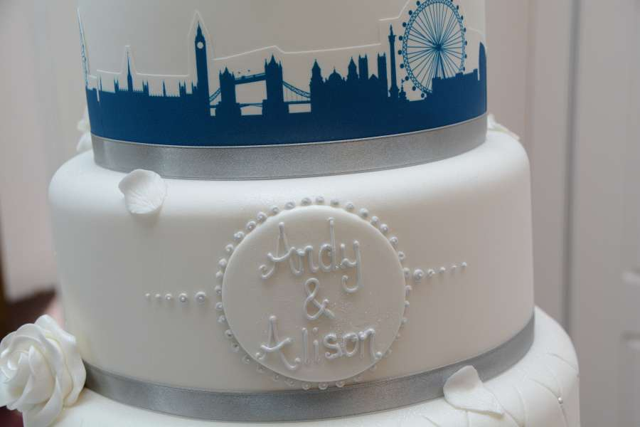 Wedding Cake Photographers - Wedding Cake with a London silhouette border